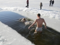 kupanie-v-prorubi-s-devchonkami